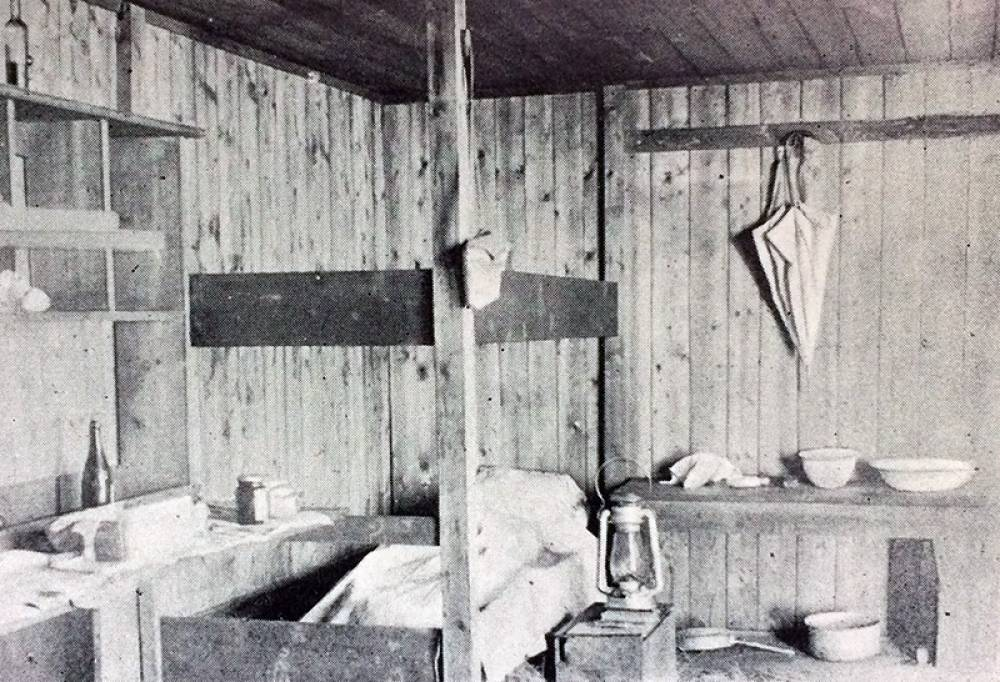 1926 - Peter's Hut, Interior