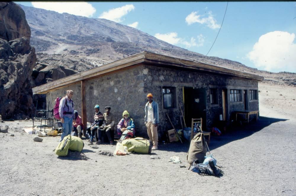 26.02.1997 - An der Kibo-Hütte (Nebengebäude).