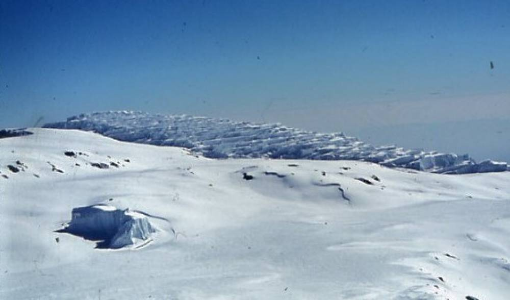 1962 - Die Eisburg in der Kibo-Kaldera.