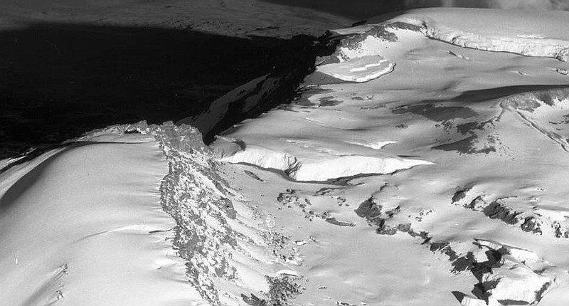 1938 - Die Kibo-Kaldera mit Furtwängler Gletscher.