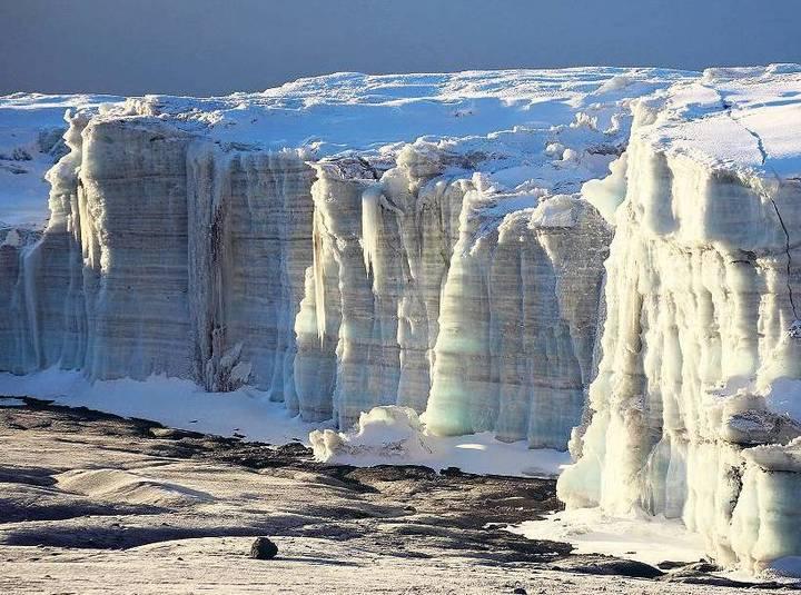 Mai 2015 - Eis des Kersten Gletschers im Gipfelbereich des Kibo
