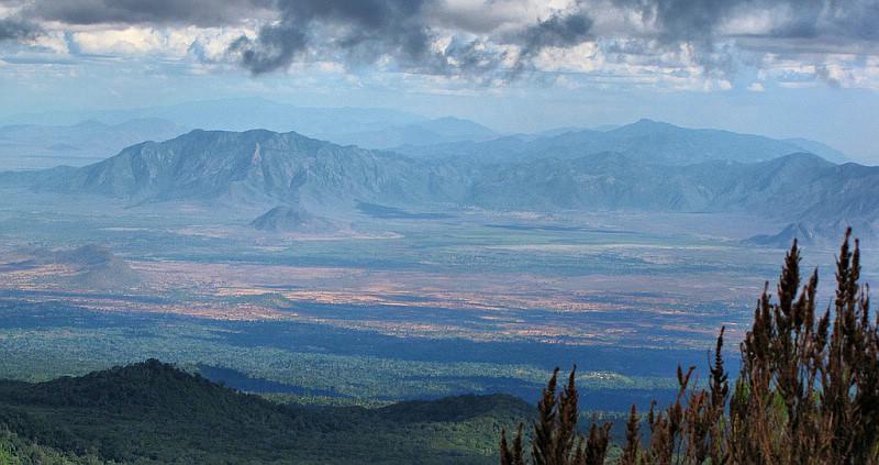 2010 - Das Nördliche Pare-Gebirge vom Kilimanjaro aus.