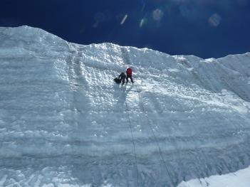 2011 - [[Alexander Zapf]] bei einer Bohrung in einer 30m hohen Eiswand