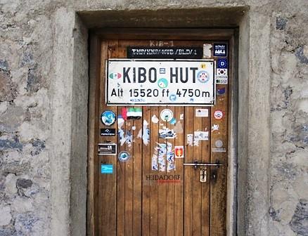 2011 - Schild an der Eingangstür zur Kibo-Hütte (Alt 15.520 ft - 4.750m)