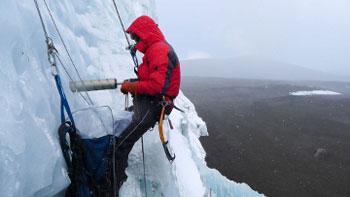 2011 - [[Alexander Zapf]] bei einer Horizontalbohrung im Nördlichen Eisfeld