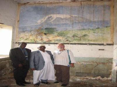 2008 - Das Wandgemälde Kilimandscharo von Wilhelm Kuhnert aus dem Jahr 1892 in der Boma von Tanga