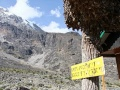 2013 Machame-Route Schild Barranco-Hut GB-Nr 300 800px.jpg