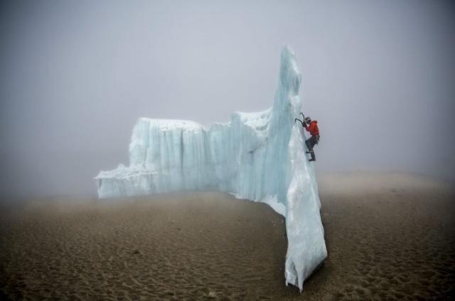 <small>Futwängler Gletscher 31.10.2014<br>Eiskletterer Will Gadd</small>